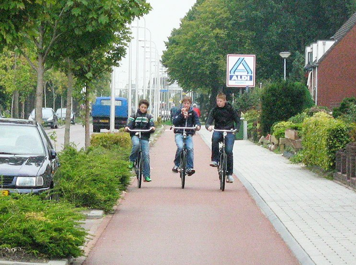 A Dutch separated cycle path with pedestrain path next to it